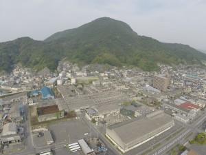 錦町方面 遠景は、白岳山です。