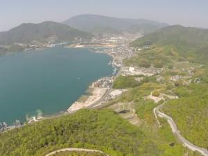 西方向 安浦町の埋立地には、太陽光パネルが敷設されています。