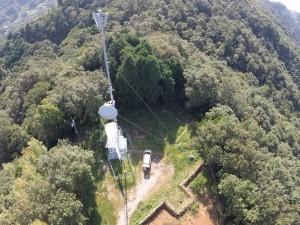 山頂のテレビ中継アンテナ
