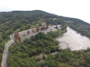 野呂山ビジターセンターと氷池 No.2