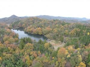 キャンプ場の湖